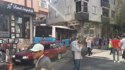 İstanbul'da halk otobüsü binaya girdi! Ekipler sevk edildi