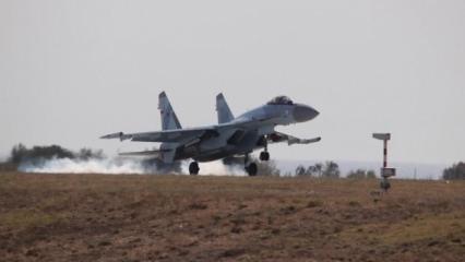 Büyük sürpriz! SU-35 savaş uçağı İstanbul'a iniş yaptı