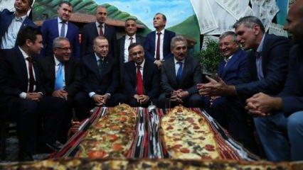 Erdoğan, 11. Rize Tanıtım Günleri stantlarını ziyaret etti
