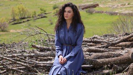 Hercai dizisi oyuncusu Ebru Şahin'den köy okullarına bot ve mont yardımı