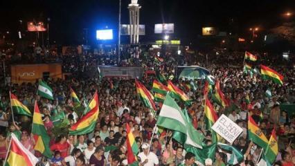 Bolivya'da protestocular devleti televizyonunu ele geçirdi!