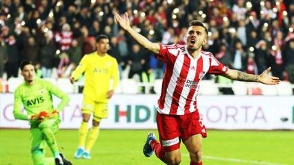 Lider Sivasspor, Fenerbahçe'yi devirdi!