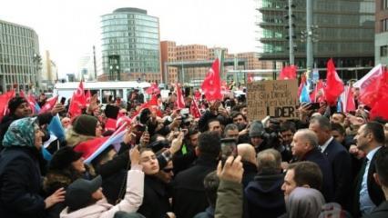 Berlin'de Başkan Erdoğan'a yoğun sevgi gösterisi