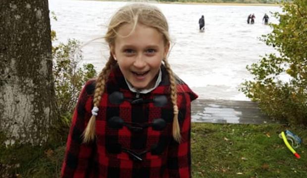 İsveçli küçük kız gölde 1500 yıllık kılıç buldu 89