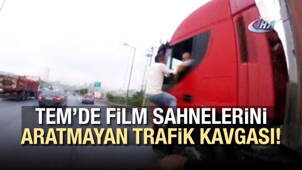 Film sahnelerini aratmayan trafik kavgası